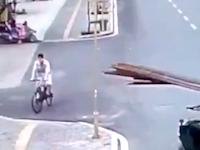 第三者だから大笑いできる中国でのこの事故wwwこれはキレてもいいwww