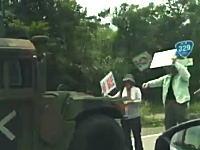 沖縄辺野古の反米軍活動が天安門スタイル。これは迷惑だなあ。ツイッターで話題の動画。