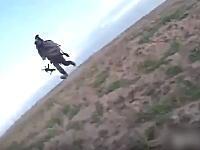 イスイス兵のウェアラブルカメラが記録していた仲間が撃たれる瞬間の映像。