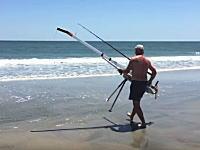 少しでも遠くに仕掛けを投入したい。おかっぱり釣り師が考えた空気砲で仕掛けを飛ばすシステム。