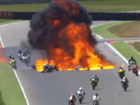 Moto2で信じられない炎上事故が発生(°_°)コースに転がった燃料タンクを後続車がはねてボブゥっと。