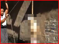 ワンちゃんを首吊りにする中国の村人たち。これは虐待か?それとも屠殺なのか。