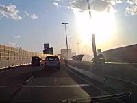 阪神高速14号松原線を走行中に目撃した対向車線の激しい事故の瞬間。(1g小ネタ)