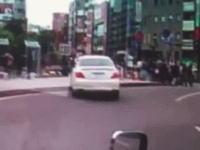 歩道に突っ込む乗用車。神戸三ノ宮暴走の瞬間を捉えていたドラレコ映像が公開される。
