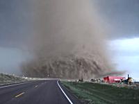 これはやっべえ!こんな映像みたことない!コロラド州で最凶のトルネードが撮影される(((゚Д゚)))