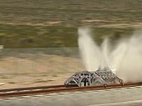 イーロン・マスクの次世代超速鉄道「ハイパーループOne」テスト走行を成功させる。
