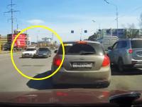 ロシアの交通トラブル。回り込んで車を停止させてこれから大乱闘か!?と思われたその時・・・。