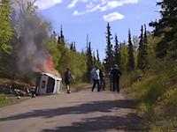 助けを求める男性の悲痛な叫びがすっごい怖い。炎上する車に挟まれて焼死しかけている男性を力を合わせて助け出す。