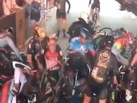 邪魔すぎてくっそワロタwww自転車レースで起きた信じられないアクシデントの映像。