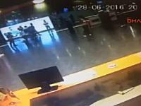 イスタンブル(トルコ)の空港で起きた自爆テロの瞬間。イスイス国の犯行か?