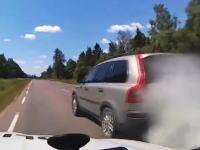 パトカーから逃れる為に煙幕とまきびし(撒菱)を使う車www忍者かwwwジェボかwww