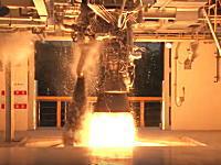 すんごい迫力。ロケットエンジンの燃焼試験の映像はいつ見てもカコイイ。韓国新型ロケット。