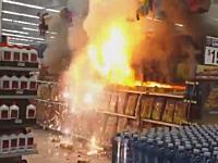 バカッター?スーパーの花火売り場に火がつけられて大変な事になってる(@_@;)