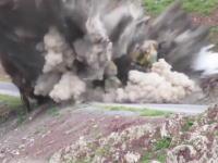 はんぱない威力。トルコ軍の車両が路肩爆弾に吹き飛ばされる瞬間の映像がコワスギ。