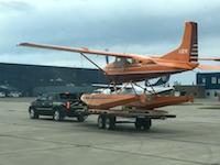 滑走路で離陸滑走のできないタイヤのない航空機を離陸させる方法。セスナ185フロート機。