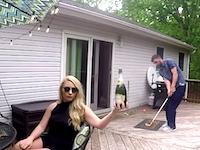 ちょっとオシャンティーなゴルフのトリックショット動画。ボールでシャンパンポーン!