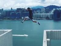 命がけのパルクールジャンプ。25階建ての屋上から隣のマンションに飛び移る(°_°)