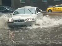 これはGJ動画。ずぶ濡れになりながら小さな命を救った男にGJを与えよう。
