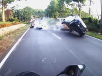 めちゃくちゃコエエw(゚o゚)w DAIHATSUアイラに殺されかけたヤマハ乗りのビデオ。