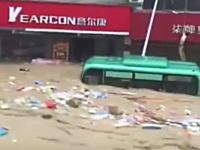 中国のダムが予告なしに放水して1000人以上が流されて死亡。のビデオが凄い。