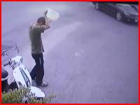 焼身自殺。落ち着いた様子で頭からガソリンを被り火を付けた男のビデオ。
