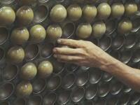 工場見学。テニスボールの作り方。なんかタコ焼きみたいな作り方なんだなwww