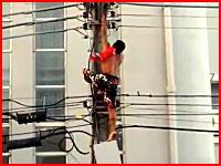 ブラジルで大統領抗議集会中に電柱に登っていた男が感電して落下。その瞬間が撮影される。