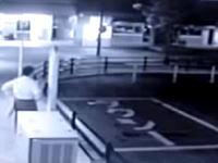 日本のタクシー乗り場で撮影された女性の幽霊の映像をデイリーメールが報じる。