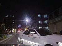 足立区のこのクラウンwww自分がミスっておいて威嚇運転。窓から肘を出して睨みつけてくるwww