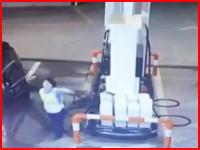 ガソリンスタンド店員の対応にブチ切れたドライバーが殺しにかかる(((゚Д゚)))