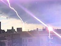 ツイッターで話題。広島で撮影された目の前の電柱に雷が落ちる瞬間の5秒動画。これヤバくね?