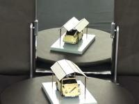 ドーム型の屋根が鏡を通すと凸凹に!?エエエエ!?となる錯覚ムービー。