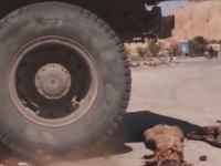 貴重なミイラをトラックで踏み潰す。イスイスがパルミラの世界遺産を破壊した時の映像が新たに公開される。