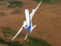 ジェット旅客機とは思えない動き。ANA塗装のボーイング787-9で急上昇や急旋回やってみた。