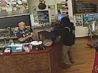 この拳銃強盗の悲しいビデオwww店員のおっさんに無視されてしょんぼり帰る(´・_・`)