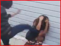 女の子のイジメが怖いライブリーク。顔面サッカーボールキックにひざ蹴り(°_°)