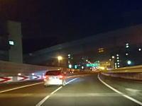 首都高で無謀運転のフィットに事故られかけた車載。うp主よく避けたなこれ。