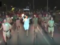 ブラジルで聖火ランナーの火を消してやろうと消火器をぶちまける野郎が登場する。