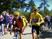 ツール・ド・フランスでまさかの展開。総合首位の選手が自転車を捨てて走るwww