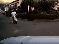 この場合は立ち去っても良かったのかな?ドラレコ。神奈川で撮影されたスクーター事故。