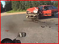 後部座席の17歳の少女が亡くなった2ケツバイクと車の衝突事故。