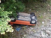 アクセルとブレーキを踏み間違えて林道から沢へ落下してしまったハスラーの車載がこえええ。