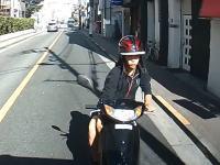 情報提供のお願い。東京都府中市清水が丘1丁目で撮影されたDQNスクーターの当て逃げ車載。