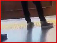 電車飛び込み自殺の瞬間を友人が撮影していたビデオ。「今から死ぬからカメラ回しといて」ということ??