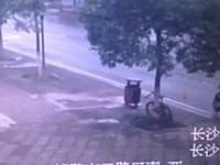ウソだろお前www信じられない方法で自転車を盗む中国人が撮影されるwww