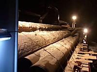ヤバい!と思ってもどうする事も出来ない。ロシアの貨物船で発生した荷崩れのビデオ。