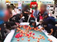韓国wwwりんご掬いイベントでりんごに群がって持ち去るお年寄りたちが殺到しイベントが中止にwww