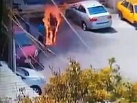 事故か?完全に炎に包まれた状態で逃げ惑う男の映像が撮影される(((゚Д゚)))