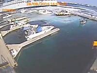大型客船のパワー(°_°)スクリュープロペラが発生させた渦でマリーナが破壊されるww