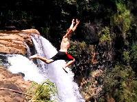高すぎワロタ(((゚Д゚)))落差52メートルの滝からジャンプして気を失ってしまった男性。